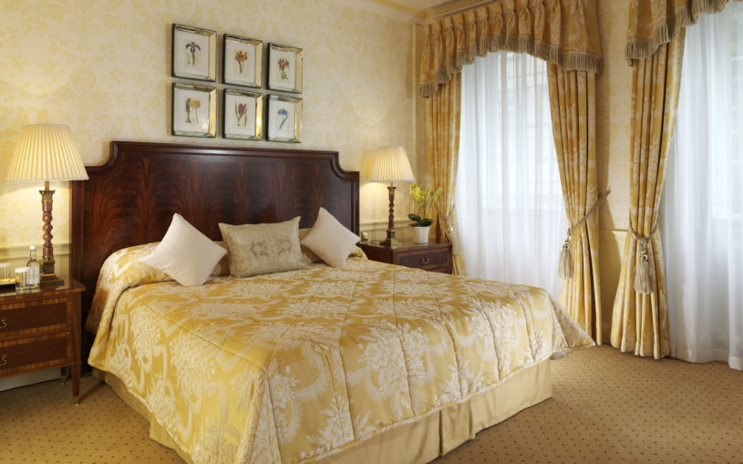 gold-curtains-1-9