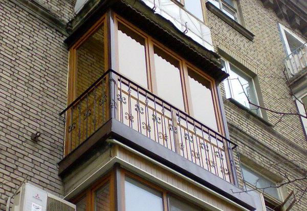 francuzskoe-osteklenie-balkona-v-dnepre2